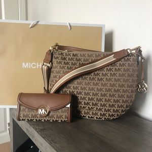 New Michael Kors Set